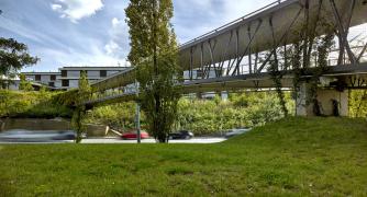 Pavilony komponované do zeleného svahu