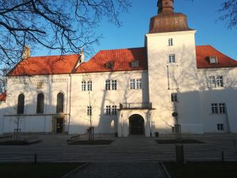 Zámek v Dolních Břežanech u Prahy
