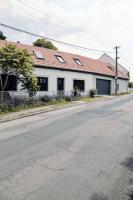 Průčelí domu do ulice zůstalo zachováno