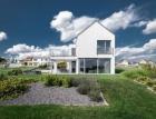 Dlouhý dům ve svahu s relaxačními výhledy