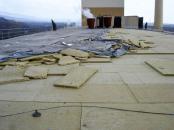 Obr. 2: Pohled na ulétlou střechu