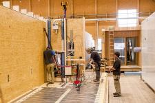 Veškeré instalační práce probíhaly ve výrobní hale firmy Saurer (foto Fotostudio Rene Paulweber)