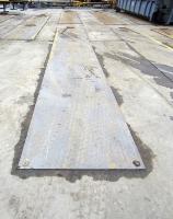 Obr. 1: Ochrana betonového povrchu ocelovým plechem při použití malých ocelových koleček