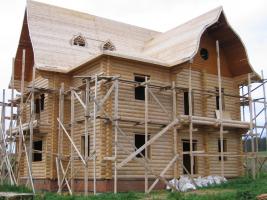V osadě Norja v Udmurtsku stojí dřevěná usedlost v ruském stylu