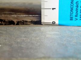 Obr. 14: Výškové rozdíly mezi podlahou haly a vnějším povrchem, např. rampou