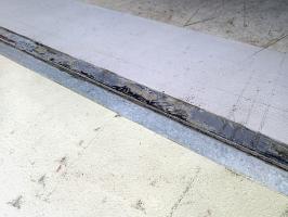 Obr. 16: Výškové rozdíly mezi podlahou haly a vnějším povrchem, např. rampou