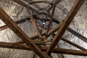 Původní krov byl v rámci rekonstrukce doplněn jen o chybějící části tzv. protézováním
