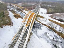 Stavba řeší více než tříkilometrový úsek přilehlé koridorové trati s komplexní infrastrukturou a úpravami přejezdu na rychlost 160 km/h