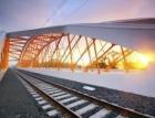 Železniční most jako symbol slunce