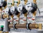 Podle odborníků je možné snížit spotřebu pitné vody až o polovinu. Pomoci mají chytré technologie či využití šedých vod