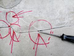 """Obr. 8: Identifikace netěsností, ale také """"hubiček"""" pomocí kontrolní jehly"""