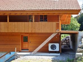 Chlazení domu tepelným čerpadlem je šetrnější než klimatizace