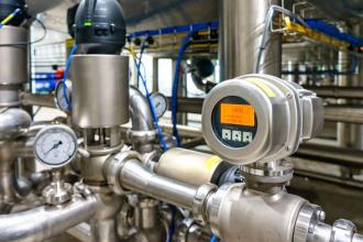 Měřiče tepla a chladu, vodoměry na teplou vodu a indikátory na radiátorech by měly mít funkci dálkového odečtu