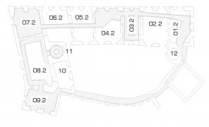 08.2 = rytířský sál; 03.2 = hlavní schodiště; 11 = točité DNA schodiště