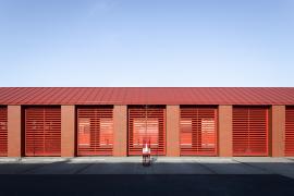 Cena za architektonické řešení 2020 - Hasičská zbrojnice a zázemí technických služeb, Líbeznice (zdroj: Nadace ABF)