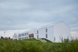 Stavbou roku Středočeského kraje 2020 se stala Základní škola Amos (zdroj: Nadace ABF)