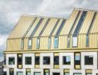 Zlatá střecha na kancelářské budově AURA