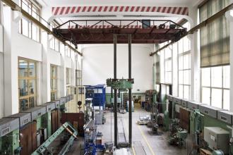 Zkušebna KÚ – celkový pohled do hlavní haly mechanické zkušebny (zdroj: archiv Kloknerova ústavu)