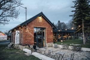 Konverze historické kovárny na kavárnu v Čeladné
