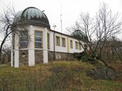Obr. 3: Hvězdárna Ďáblice na vrchu Ládví v nadmořské výšce 359 metr