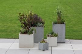 Atraktivní pohledový beton, příjemný hladký povrch, nižší hmotnost a mimořádná odolnost předurčují květináče LITE CUBE a BLOCK k širokému použití zejména v harmonii s moderní architekturou (zdroj: Presbeton)