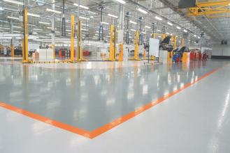 Flowecrete vyrábí ve svých vlastních závodech podlahové systémy zejména na bázi syntetických pryskyřic