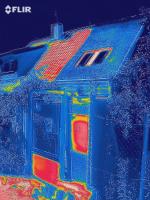 Teplotní rozdíly - zelená střecha ochlazuje (zdroj: ISOVER)