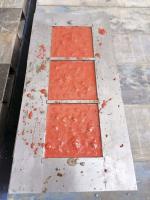 Obr. 3: Plně naplněná forma barevným betonem s pigmentem