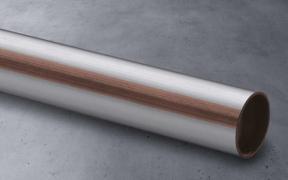 Dvě linky, symbol a ochranné zátky na koncích trubky v měděné barvě upozorňují na to, že trubky nejsou určeny pro instalace pitné vody (zdroj: Viega)