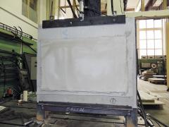 Experiment III – zkouška smykové pevnosti a tuhosti celé desky izolantu MW zatěžované tahem za vyztuženou základní vrstvu ETICS. Tento postup smykového zatížení vzorku využívá i ETAG 004:2013 a jeho konverze