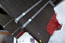 Sťahovacie spony a zosilnenie priečnymi skrutkami v mieste podpery
