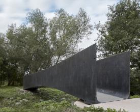 Lávka přes Dřevotický potok: směs UHPFRC se skládá z cementu, jemného kameniva, strusky, mikrosiliky a ocelových mikrovláken. Směs se dobarvovala černým pigmentem