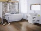Podlahy v koupelně: S říší Poseidóna si poradí už i lamináty