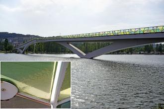 Obr. 7: Delaminace vrstveného skla v oblasti přípoje – Ponte Pedonal Pedro e Ines přes řeku Mondego, Coimbra, Portugalsko