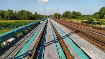 Kompozitní rošty a chodníky šetří nejen čas při rekonstrukci železničních mostů u Karviné