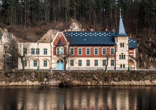 Obr. 5: Rekonstrukce a dostavba bytového domu Stallburg, Kyselka u Karlových Varů
