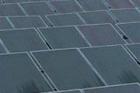 V průmyslových zónách Plzeňského kraje se staví sluneční elektrárny