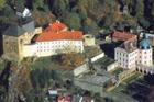 Bečovský hrad se dočkal nových krovů a střechy