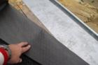 Strukturní dělicí vrstva pod falcované plechové krytiny