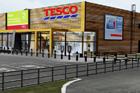 Tesco otevře v Jaroměři ekologicky šetrný hypermarket