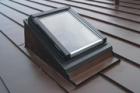 Střešní okno jako alternativa prosvětlení a prostupu plochou střechou