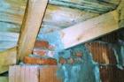 Rozdíly mezi teorií a praxí při použití střešních dřevěných vazníků