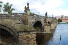 Praha zřídila komisi pro stanovení technologie opravy pláště Karlova mostu