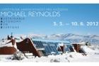 Domy z odpadků Michaela Reynoldse v Galerii Jaroslava Fragnera