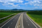 Dálnice D8 z Lovosic k Bílince se řidičům otevře 14. května