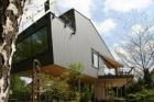 Dům na chůdách s hliníkovým opláštěním