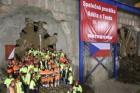 Razicí štíty Tonda a Adéla dokončily prorážku tunelu pro prodloužení metra A