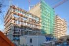Kombinace dřeva, betonu a fermacellu na sedmipatrových bytových domech v Berlíně