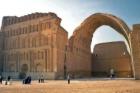 Češi v Iráku zrenovují největší zděnou klenbu na světě