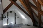 Příčky a podlahy fermacell změnily dvoupodlažní byt na Malé Straně v Praze